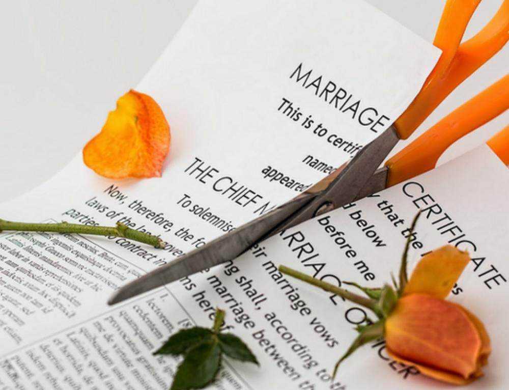 DIVORȚUL – Implicații juridice